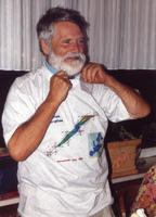 Armbruster in T-shirt